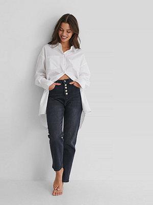 Jeans - Trendyol Button Detail Crop Jeans svart