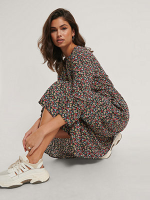 NA-KD Ruffle Hem Round Neck Midi Dress multicolor
