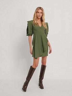 Trendyol Miniklänning Med Omlott Och Puffärm grön