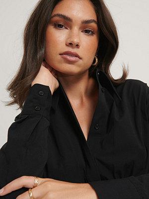 NA-KD Reborn Recycled Oversize Skjorta svart