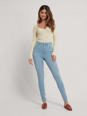 NA-KD Reborn Ekologiska Skinny Långa Jeans Med Hög Midja Och Rå Fåll blå