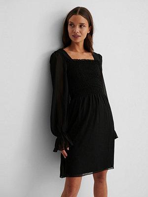 Trendyol Meshklänning Med Smockdetalj svart