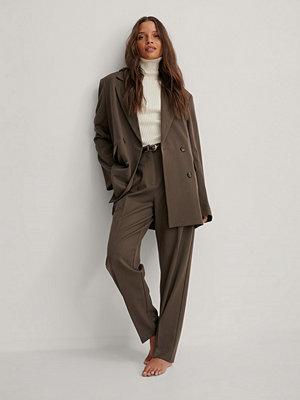 NA-KD Classic Kostymbyxor brun omönstrade