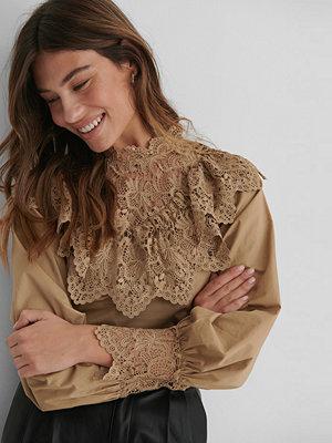 The Fashion Fraction x NA-KD Blus Med Ballongärm beige
