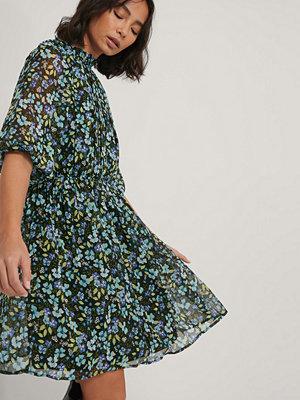 NA-KD Boho Plisserad Klänning Med Elastisk Midja multicolor