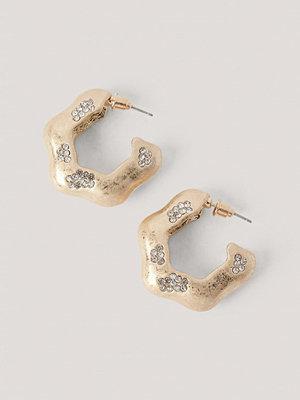NA-KD Accessories smycke Hoopörhängen Med Stendetalj guld