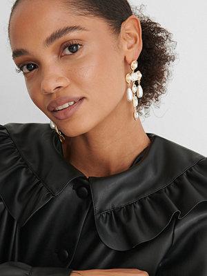NA-KD Accessories smycke Droppörhängen guld