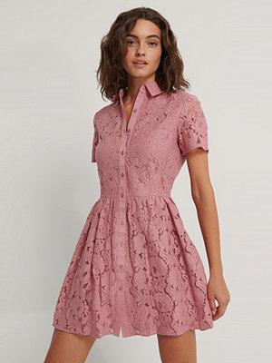 NA-KD Boho Kortärmad Miniklänning I Spets rosa