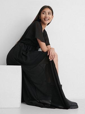 NA-KD Trend Skjortklänning Med Knappar Fram svart