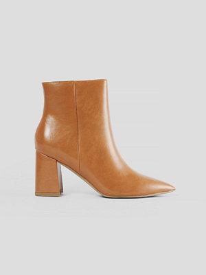 Boots & kängor - NA-KD Shoes Låga Lackstövlar brun
