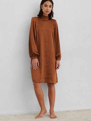 NA-KD Trend Volume Sleeve Satin Dress orange