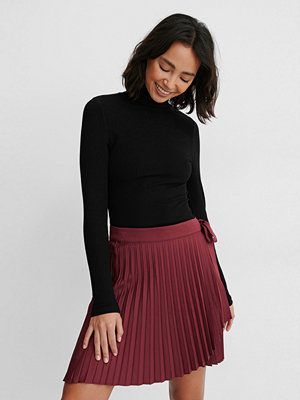 NA-KD Wrap Pleated Mini Skirt burgundy