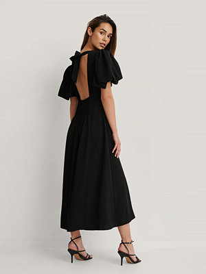 NA-KD Trend Midiklänning Med Kort Puffärm svart