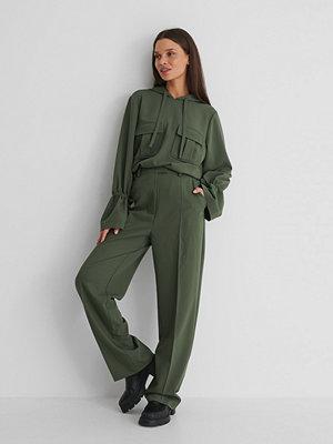 Emilie Malou x NA-KD Kostymbyxor Med Lös Passform grön omönstrade