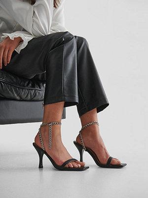 NA-KD Shoes Högklackade Med Remmar Och Tjock Kedja svart