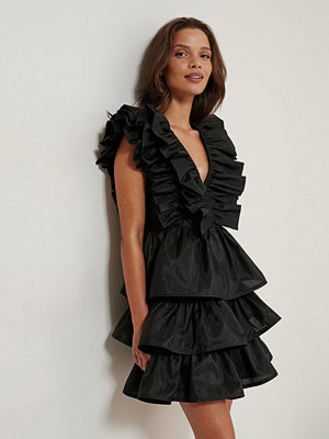 NA-KD ART Volume Ruffle Dress svart
