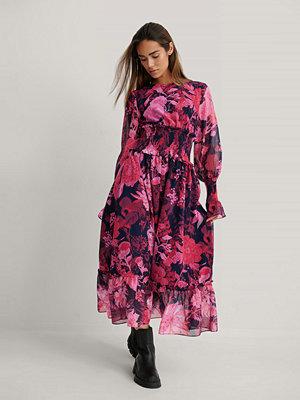 NA-KD Trend Midiklänning I Chiffong Med Smockdetalj multicolor