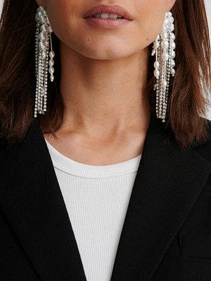 NA-KD Accessories smycke Örhängen Med Hängande Pärlkedjor silver