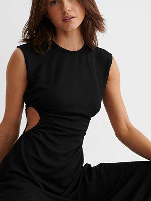 NA-KD Trend Maxiklänning Med Utskurna Partier svart