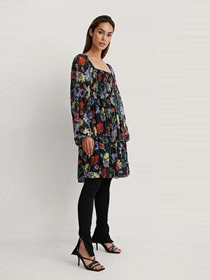 NA-KD Trend Chiffongklänning Med Smockdetalj multicolor