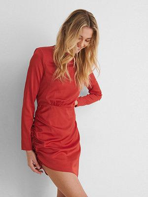 Paola Locatelli x NA-KD Recycled Miniklänning Med Axeldetalj röd