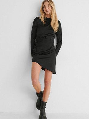 Paola Locatelli x NA-KD Recycled Miniklänning Med Axeldetalj svart