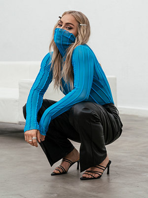 Toppar - Angelica Blick x NA-KD Meshtopp Med Polokrage blå