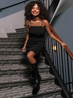 Paola Locatelli x NA-KD Miniklänning Med Korslagda Band Bak svart