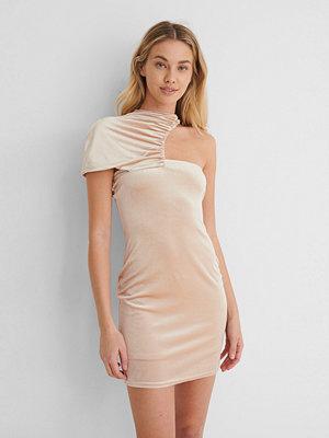Paola Locatelli x NA-KD Miniklänning Med Rynkad Detalj beige