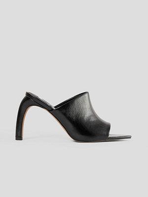 NA-KD Shoes Mules Med Svängd Klack svart