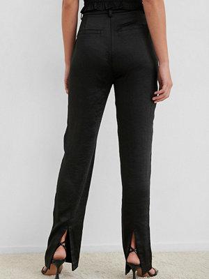 NA-KD Trend svarta byxor Split Back Straight Pants svart