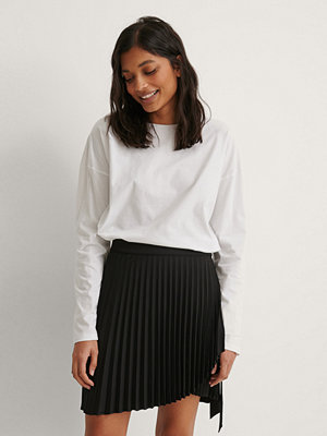 NA-KD Wrap Pleated Mini Skirt svart