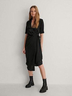 NA-KD Trend Skjortklänning svart
