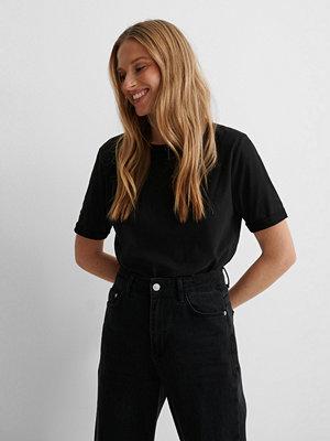 NA-KD Basic Ekologisk T-shirt svart