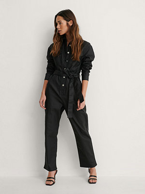 Jumpsuits & playsuits - NA-KD Coatad Denimjumpsuit svart