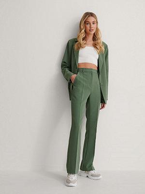 Queen of Jetlags x NA-KD Kostymbyxor grön