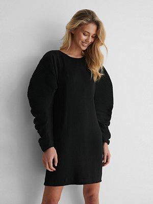 NA-KD Trend Klänning Med Veck svart