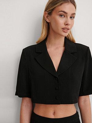 Gøhler x NA-KD Croppad Skjorta svart