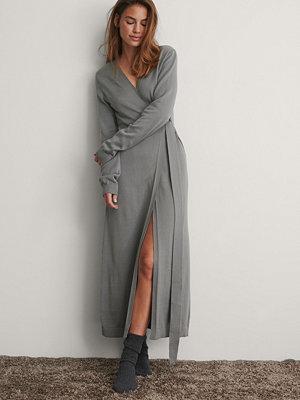 NA-KD Trend Stickad Klänning grå