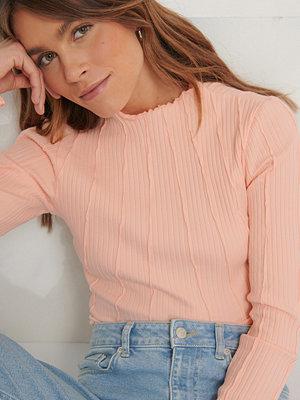 Toppar - Melissa Bentsen x NA-KD Ekologisk Topp Med Sömdetalj rosa