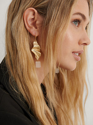 NA-KD Accessories smycke Leaf Cube Earrings guld