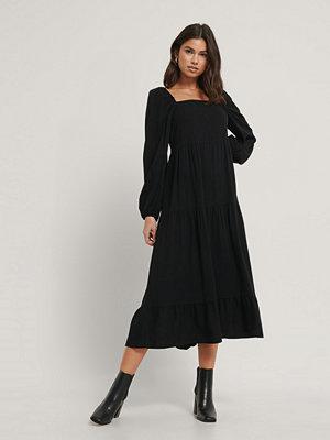 Trendyol Midiklänning I Vid Modell svart