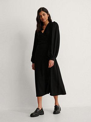 NA-KD Trend Omlottklänning Med Puffärm svart