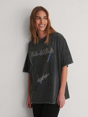 NA-KD Ekologisk Tryckt T-shirt grå
