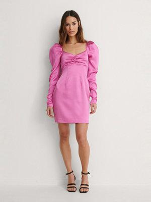 Lizzy x NA-KD Klänning rosa
