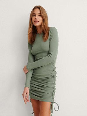 NA-KD Trend Miniklänning Med Dragsko grön