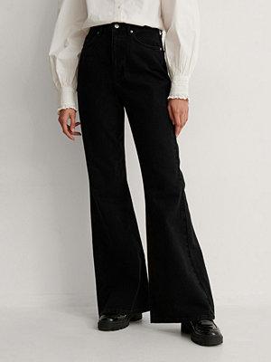 NA-KD Trend Ekologiska Bootcut Jeans svart