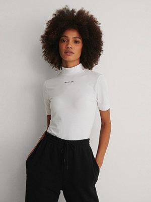 Calvin Klein Organic Micro Branding Stretch Mock Neck vit