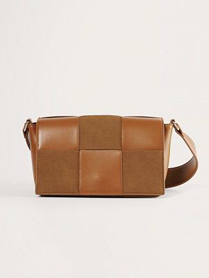 NA-KD Accessories omönstrad axelväska Väska Med Mockalook brun