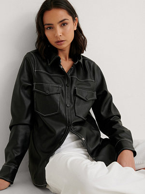 NA-KD Trend Pu-Skjorta svart